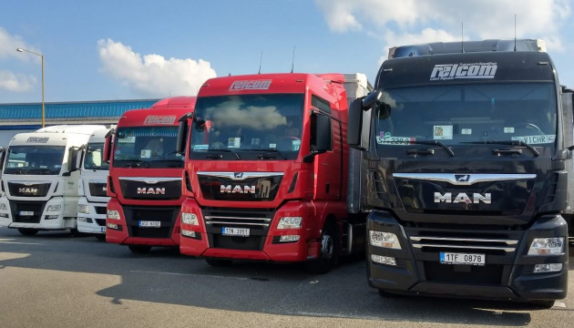 Trucks up to 25,000 kg